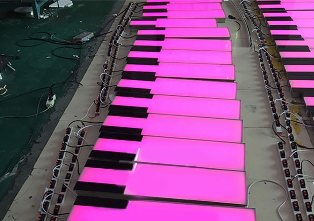 钢琴地砖灯